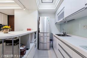 四居 新古典 厨房图片来自幸福空间在晶透光 89平时尚宅的分享