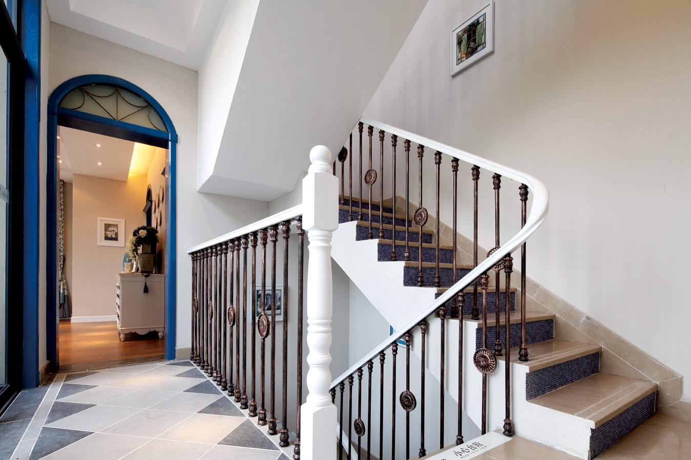 地中海 别墅 跃层 复式 大户型 80后 小资 楼梯图片来自高度国际姚吉智在223平米地中海蓝充满阳光的色彩的分享