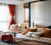 爱马仕橙的时尚热力能够轻松渗透进家居里,Art Deco装饰艺术下的现代都市风情,通过室内家具笔直流畅的线条,精致细腻的材质纹理展现。