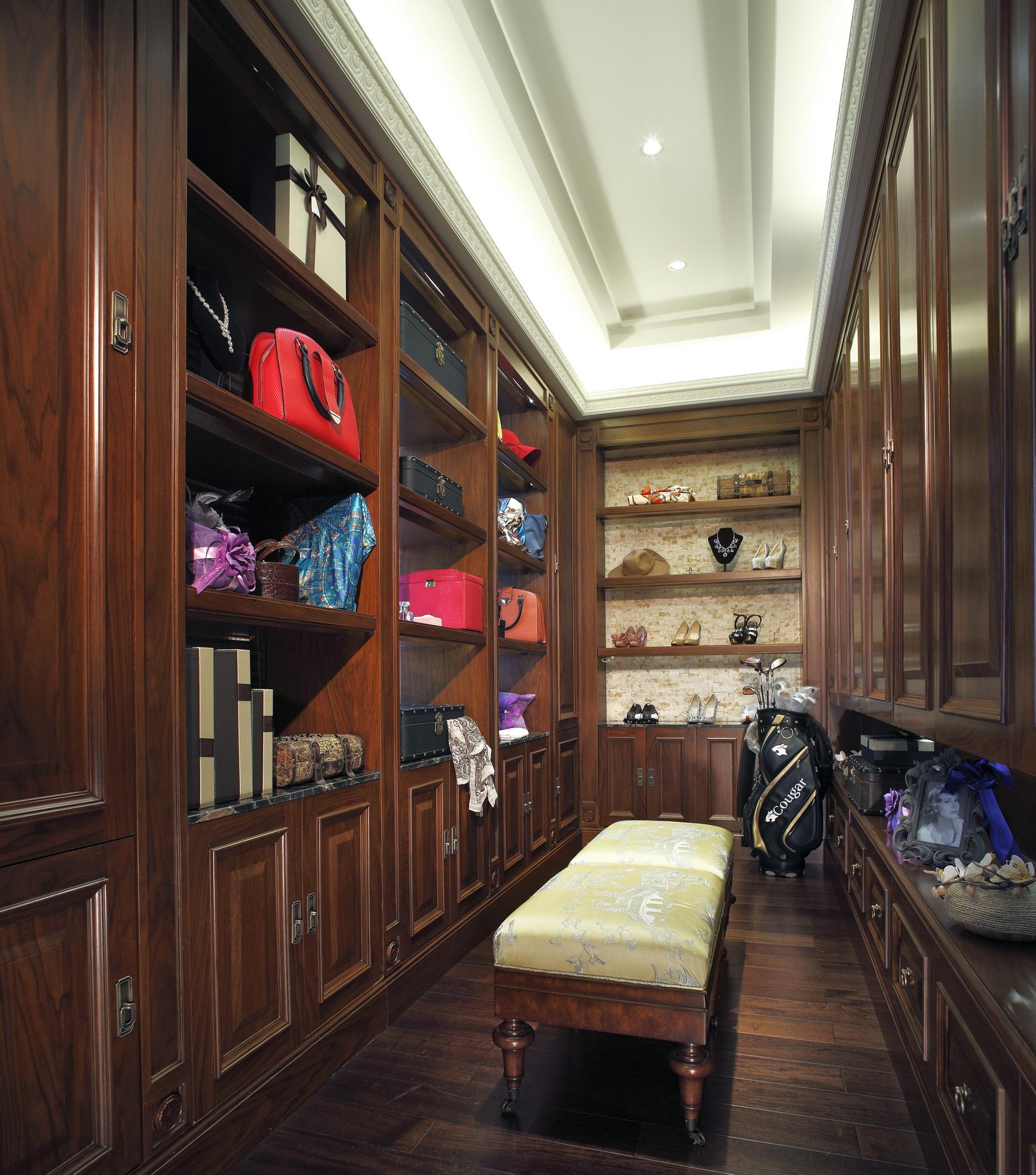别墅装修 别墅设计 别墅 美式风格 衣帽间图片来自北京高度国际在美式豪华别墅设计的分享