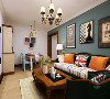 在客厅的设计用色上以相对稳重的灰蓝为主,使用了较为稳重的偏欧式的沙发。