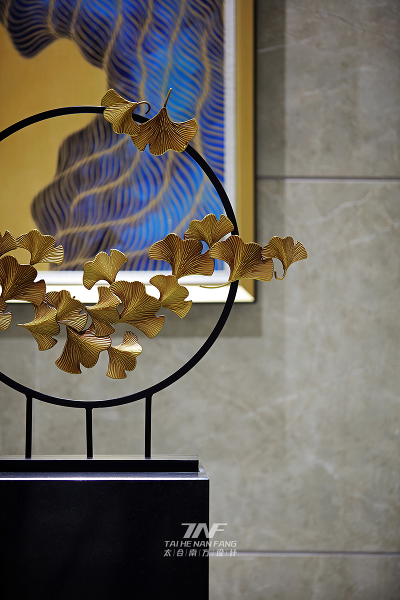 客厅图片来自王五平设计在深圳华苑大堂—轻奢时尚的分享