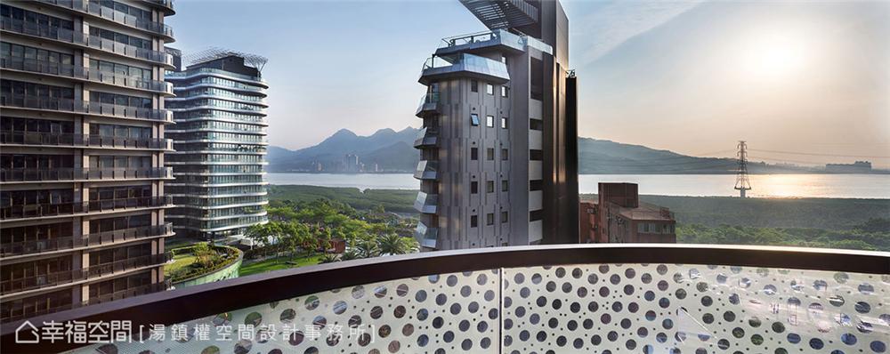 公寓房 标准格局 装修设计 居家风格 阳台图片来自幸福空间在150平!畸零屋变创意格局海景宅的分享