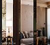 壁面转角处透过皮革、车缝线和镜面,创造出精品等级的细腻收边,让空间每一隅都能带来惊喜。