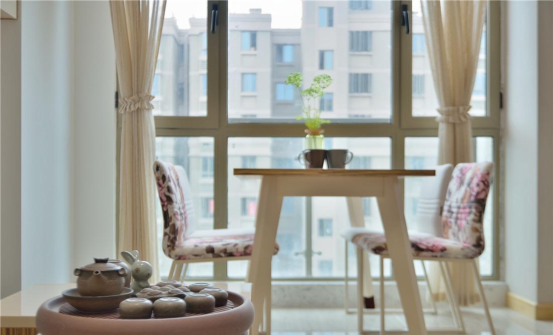 二居 客厅图片来自言白设计在简约而不简单的分享