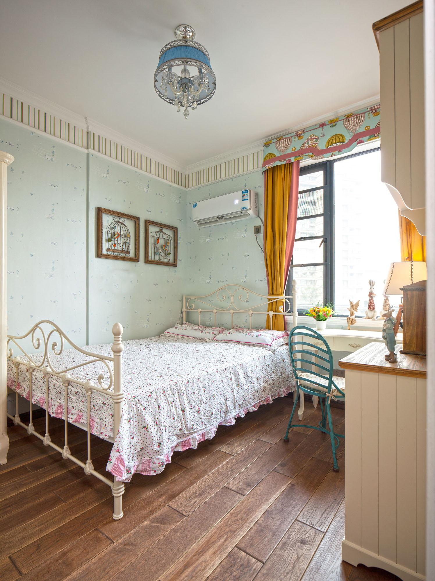 卧室图片来自北京高度国际在华丽的美式范--美式四居的分享