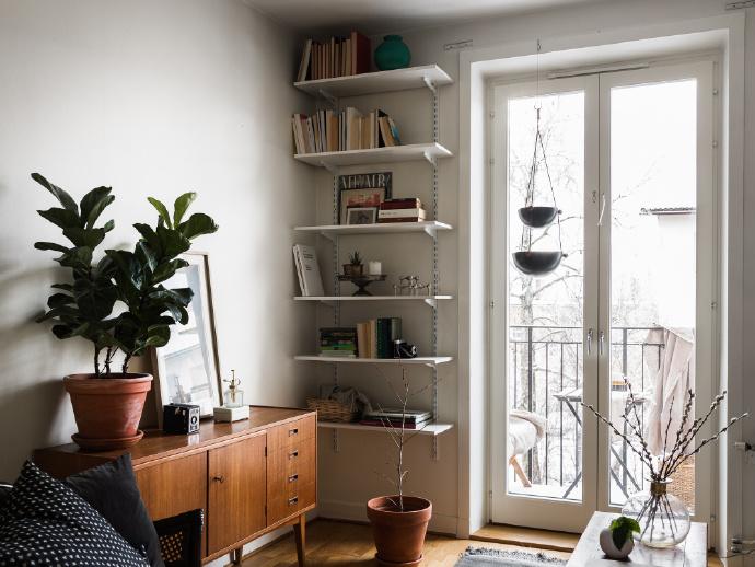 欧式 三居 阳台图片来自言白设计在木质的分享