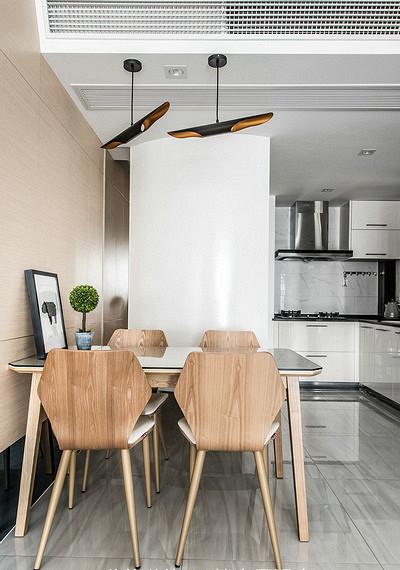 餐厅图片来自家装大管家在生活不苟且 106平休闲港式3居室的分享