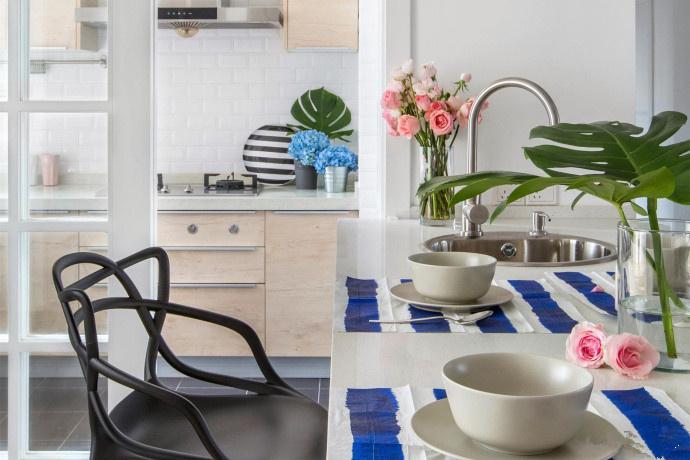 简约 二居 客厅图片来自言白设计在简单的家具的分享