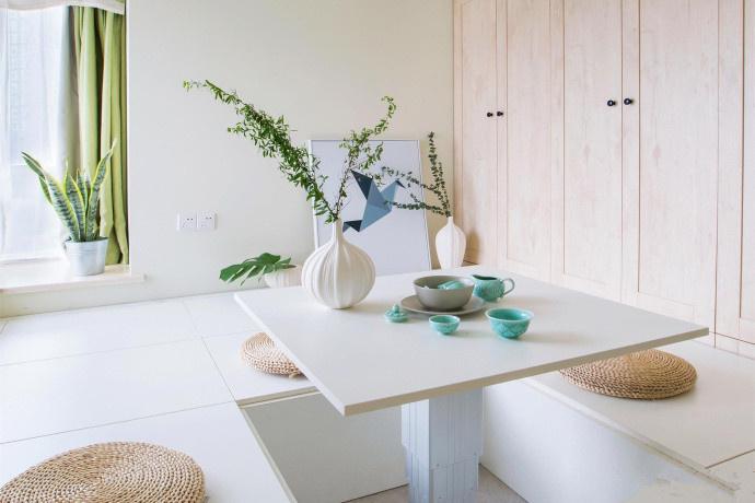 简约 二居 阳台图片来自言白设计在简单的家具的分享