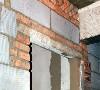 新砌门头必须使用预制过梁或者现浇钢筋砼过梁,与梁柱墙体连接不得少于240mm,确保不会因为门头下沉造成门闭合不畅。