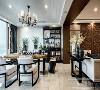 餐厅的设计不需要过多花哨的装饰,简洁的色彩简洁的线条就是舒服优美的语言,灯具与餐桌的选择都以硬朗造型为主,餐桌的颜色与餐椅形成对比,就餐环境典雅舒适,兄弟装饰吴玥总监设计师作品,预约电话15223099779。
