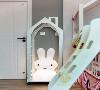 有了大白兔小夜灯米米小朋友再也不怕一个人睡觉了。