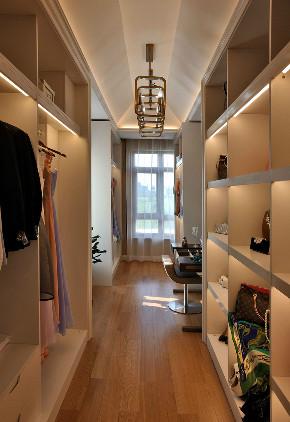 新古典 别墅 跃层 复式 大户型 80后 小资 衣帽间图片来自高度国际姚吉智在317平米古典别墅走心的设计的分享