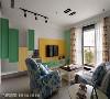 客厅 红色调花草图腾窗帘呼应浅蓝色沙发布,在家饰软件处表现美式乡村的缤纷喧闹。