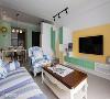 跳色表现 高低错落安排的电视柜跳接草绿色与暖黄色调,表现屋主的年轻活力亦彰显设计创意。