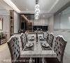 餐厅 客、餐厅采无隔间规划,以大理石餐桌与拉扣餐椅烘托室内风格设计。