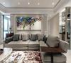 客厅 以线板点缀图腾与简单线条,衬托抽象画作的艺术之美,再选用大地色系家俬形塑空间优雅氛围。
