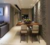 餐厅 以文化石堆砌出视觉焦点,搭配现代简约的餐桌椅,围塑出如咖啡厅般的情调氛围。