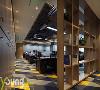 【深圳漾空间设计有限公司VX13922880680】地毯选用了灰、蓝加色彩鲜明的黄色组合,以菱形纹络的形态展现,又给人以创新与活力之感。