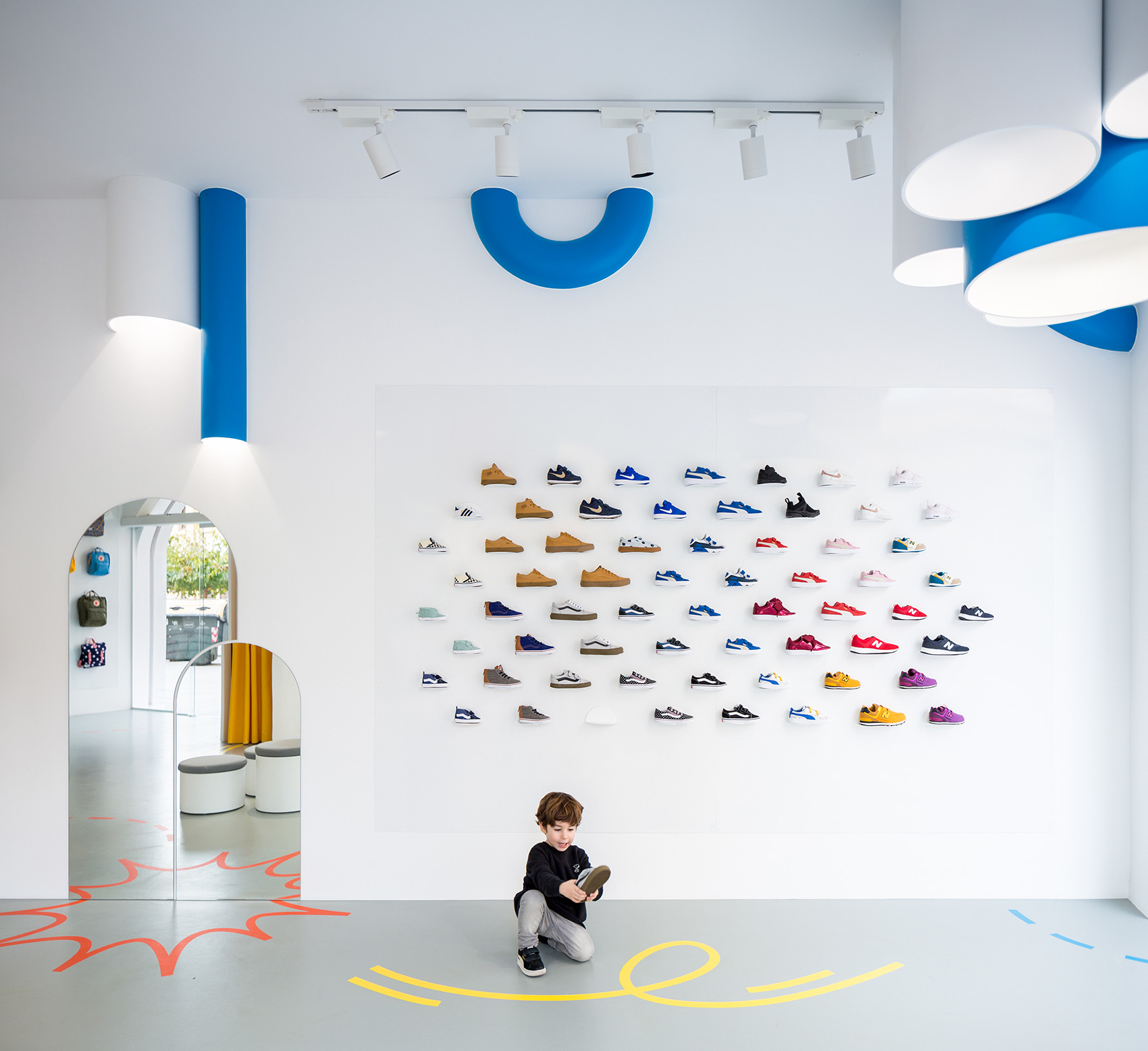 """简约图片来自昆明全筑装饰在店铺装修~""""小故事""""概念鞋店的分享"""