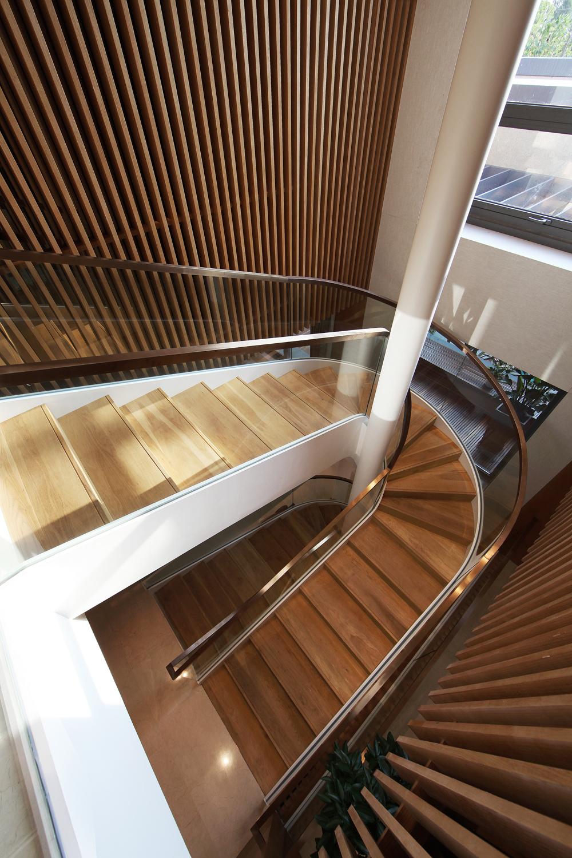 华侨城十号 别墅装修 现代风格 完工实景 腾龙设计 楼梯图片来自腾龙设计在华侨城十号院别墅装修完工实景的分享