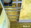 双层石膏吊顶 顶的整体性加强,抗裂性增强 双层纸面石膏板固定后 石膏板之间的弹性模量一致 从而保证面层纸面石膏板变形极小,吊顶不易出现开裂, 解决了经常出现的开裂现象