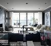 客厅(三) 良好的采光为客厅注入自然的活力,再透过家具软装和艺术品的雕琢与配置,打造出舒适的居家阅读空间。