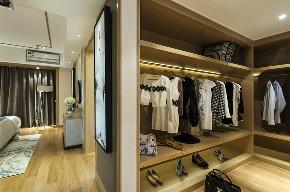 中式 四居 大户型 跃层 复式 80后 小资 衣帽间图片来自高度国际姚吉智在新中式生活美学 175平米大平层的分享