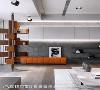端景 顶天立地的旋转书架攫住视线,营造抢眼端景;点缀优雅橘色椅凳跳跃空间色彩,也为将来钢琴置放空间预留伏笔。