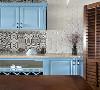 空气中弥漫着家居的味道,调动味蕾的厨房让甜蜜的幸福感倍增。