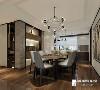 设计中运用了久经不衰的灰色调,再搭配舒适的跃色家具,给业主最洒脱最轻松的感受。