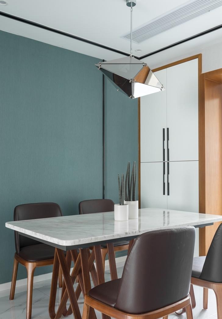 四居 餐厅图片来自言白设计在湖蓝的分享