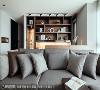 沙发区后方为开放式书房,原有卧室让出后与客厅整合,增添平面层次也有效舒展空间尺度。