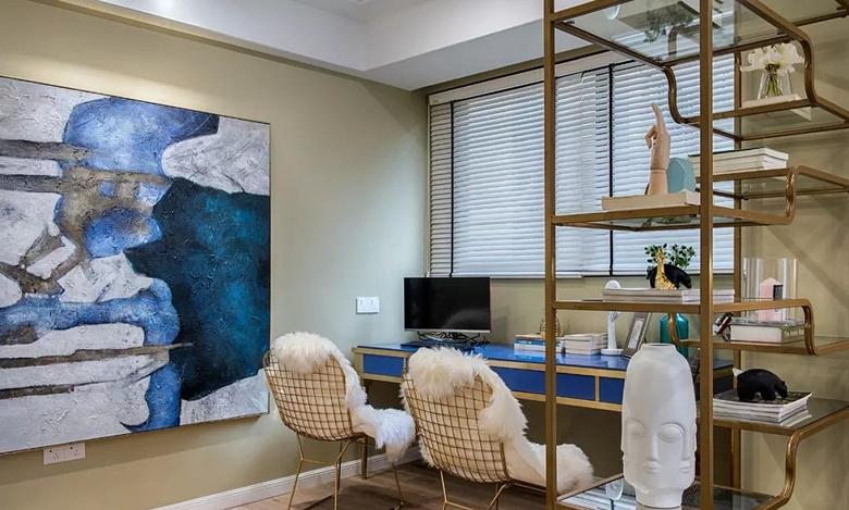 卧室图片来自家装大管家在105平粉色简约3居 时尚小资范儿的分享