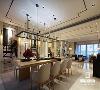 新中式餐厅大部分使用的都是传统的实木, 质感温和,方方正正的造型古朴亲切, 每一丝细节都透露着不卑不亢的中国古风。