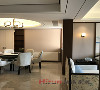 黑白灰棕为主的素雅色调,古朴简洁的材料种类和搭配,造型简约而内敛的中式家具。