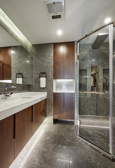 卫生间图片来自家装大管家在110平港式温暖3居 感觉如沐春风的分享