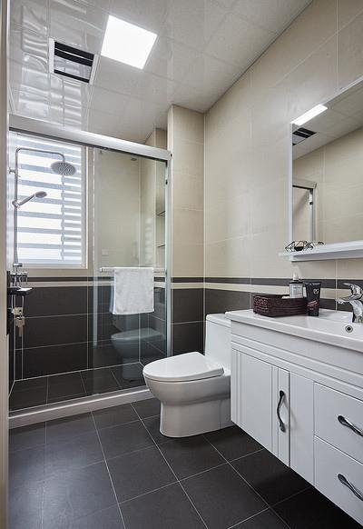 卫生间图片来自家装大管家在92平现代简约居 心旷神怡舒适感的分享