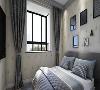 简约的衣帽柜,搭配简约的床,整个空间清新而不缺乏时尚感