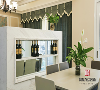 就餐区是视野的第一眼, 映入眼帘的便是简约大气不失风雅的浅咖色餐桌