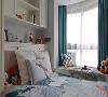 榻榻米床与飘窗连在一起,省空间又好看。