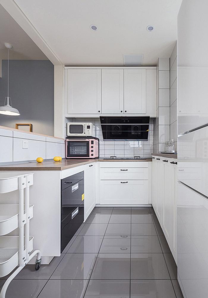 厨房图片来自家装大管家在美观大方 89平现代简约混搭空间的分享