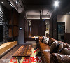 鞋柜 木皮与白漆高低错落矮柜,搭配大型悬吊式柜体与镜面,兼具收纳实用性与视觉美感。