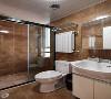 中冶德贤装修 ▏138㎡新中式3居设计,超爱落地窗书房! 卫生间采用棕色墙地砖配以洁白卫浴更显干净柔和;