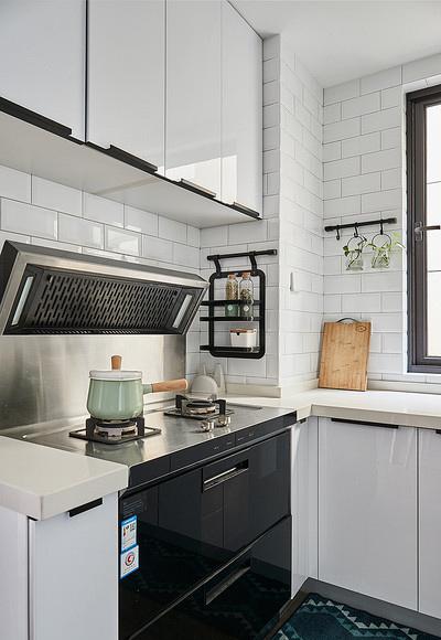 厨房图片来自家装大管家在90平现代简约空间 气质优雅随性的分享