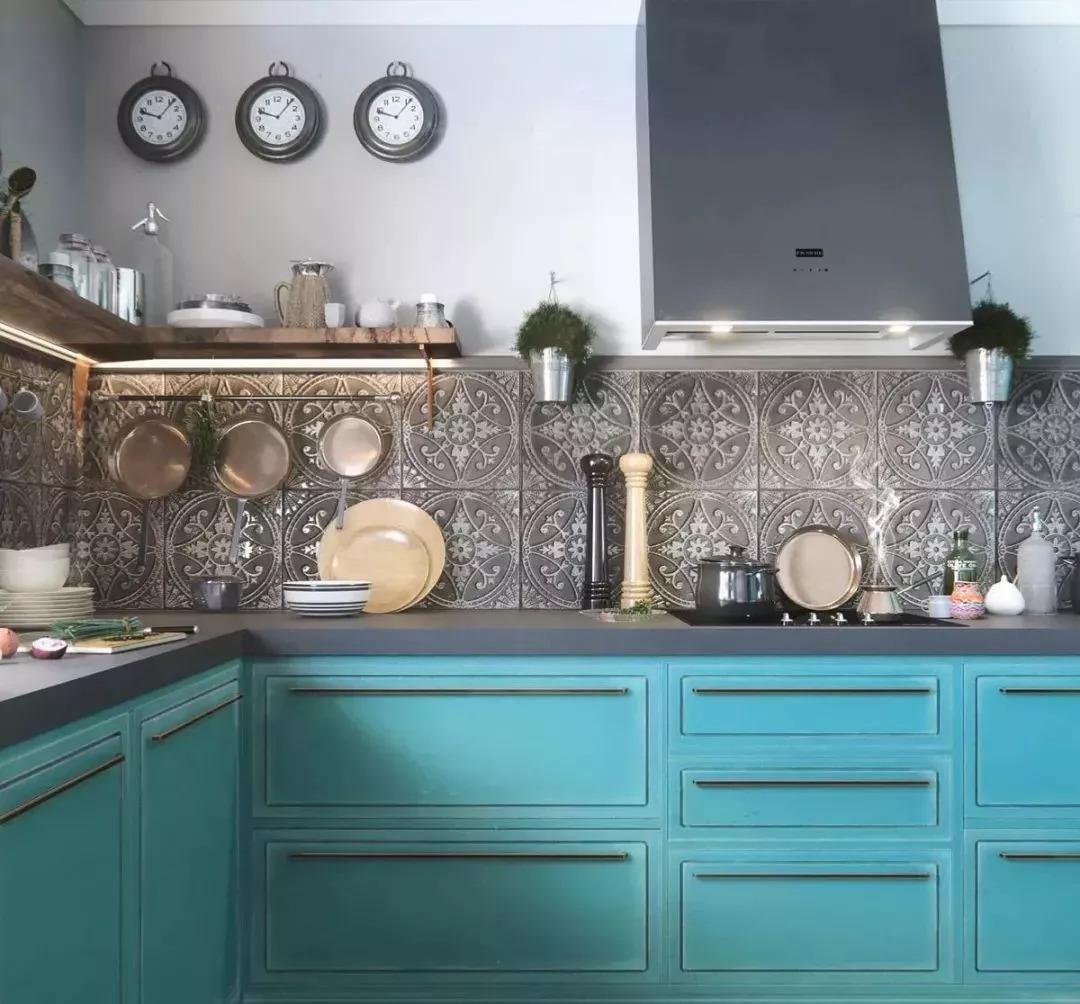 厨房图片来自鹏友百年装饰在这种配色,不是每个设计师都敢用的分享