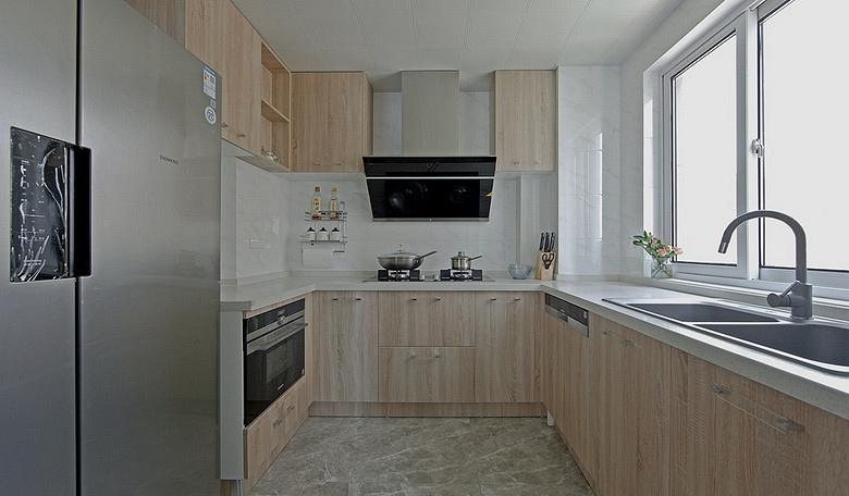 厨房图片来自家装大管家在浓郁鲜明 109平美式现代混搭3居的分享