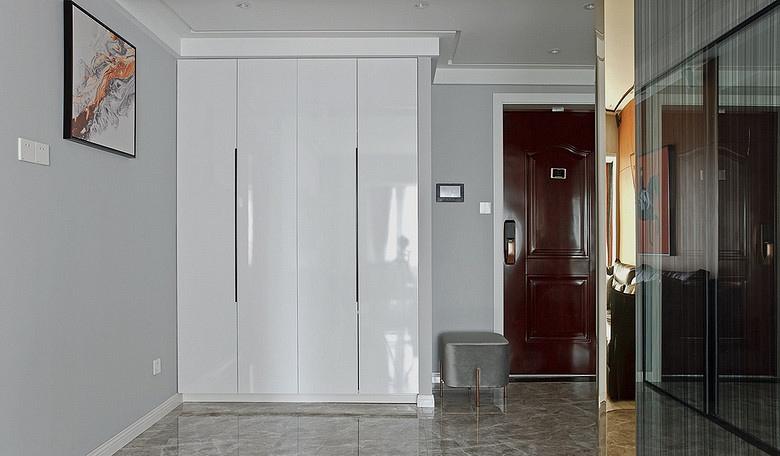 玄关图片来自家装大管家在浓郁鲜明 109平美式现代混搭3居的分享
