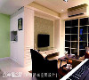 电视墙 与玄关鞋柜相对应的左侧高柜,为收纳影音设备的机柜,门片可完整收纳于柜体内;矮柜台面下方采悬空设计,搭配插座的设置,成为扫地机器人的藏身处。
